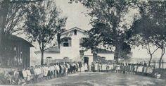 1921 - Asilo Anália Franco, na Quarta Parada, mantido pela Associação Feminina Beneficente, onde, na época, estavam reunidas 200 crianças de ambos os sexos, mantidos por um grupo de influentes mulheres da capital. A casa que se vê refere-se aquela da antiga Fazenda do Paraíso, onde residia o Senador Feijó.