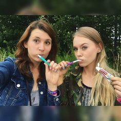 Even brushing teeth with you is fun 😂👭👌💖 @epikchepik #meltfestival #funtimes #besttimeever #bestfriends  #polishgirl #ukrainiangirl #germany #ferropolis #campsite #brushingteethwithmygurrrl