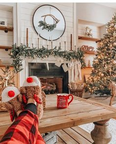 90+ Modern Christmas Decoration Ideas That Are the Classic Blend of Luxurious Sophistication - Hike n Dip