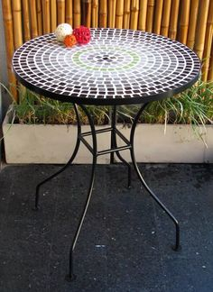 Mosaic Garden Art, Outdoor Tables, Outdoor Decor, Grill Design, Mosaic Projects, Mosaic Designs, Stained Glass, Decoupage, Art Deco