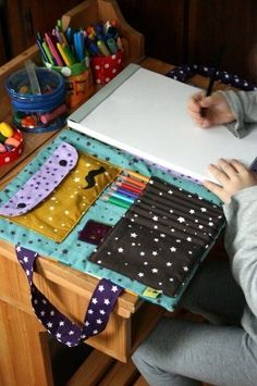 Bag artist ... the tutorial! Adult version: writing pad, pencils, pens, sharpies, zentangle pad...: