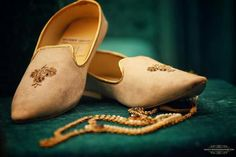 Fab Indian Groom Footwear ideas - Juttis - A Groom's Must have Accessory 👞😎 - Witty Vows The Effective Pictures We Offer You About Groom Outfit hipster A quality picture can tell you many things. Groom Wedding Accessories, Groom Wedding Shoes, Wedding Dress Men, Groom Shoes, Wedding Men, Wedding Story, Sikh Wedding, Punjabi Wedding, Shoes Men