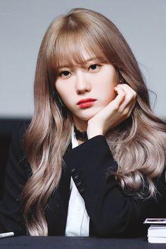 Pink Ash Hair, Jennifer Carpenter, Wjsn Luda, Cosmic Girls, Hairstyles With Bangs, Beautiful Asian Girls, Girls Generation, Korean Singer, Kpop Girls