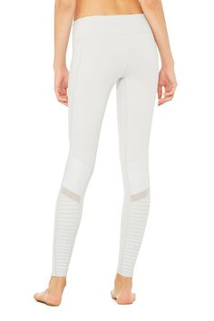 <p>From the mat to what's before and after, the Moto Legging fits into your lifestyle. On-trend moto-inspired quilted stitching and mixed matte shine fabric with mesh detail.</p>