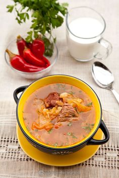 Soup with Sauerkraut and Meat. Soup with sauerkraut and meat (in Romanian) Cabbage Recipes, Soup Recipes, Recipies, Cooking Recipes, Sauerkraut, Cheeseburger Chowder, Thai Red Curry, Stew, Food Photography