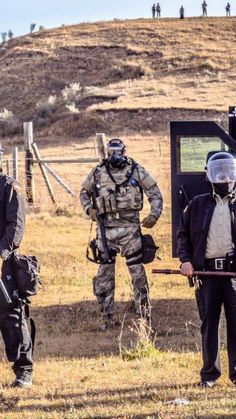 armed troopers and security at standing rock defending the DAPL from unarmed water protectors. exactly who are the Trespassers? Dog Kennel Inside, Dakota Pipeline, Environmental Pollution, Water Pollution, State Police, Military Weapons, Still Standing, It Goes On, Faith In Humanity