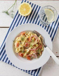 pasta med røkt laks, kapers og sitron Norwegian Food, Pasta, Frisk, Bruschetta, Sour Cream, Nom Nom, Cabbage, Spaghetti, Baking