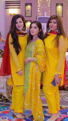 Fashion Shoes For Toddlers Pakistani Fashion Party Wear, Pakistani Wedding Outfits, Bridal Outfits, Simple Pakistani Dresses, Pakistani Dress Design, Pakistani Mehndi, Indian Dresses, Fancy Dress Design, Stylish Dress Designs