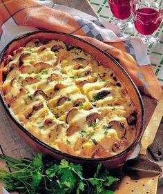 Mămăliga cu ciuperci este perfectă şi pentru cină, şi pentru prânz. În plus se face uşor şi nu necesită multe ingrediente. Iată reţeta! Veggie Recipes, Vegetarian Recipes, Cooking Recipes, Casserole Dishes, Casserole Recipes, Romanian Food, Hungarian Recipes, 30 Minute Meals, Soul Food