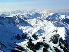 downhill skiing at Arapahoe Basin, Colorado. FANTASTIC - the Rockies are just amazing!