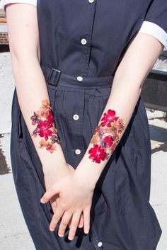 How To Make Temporary Tattoos Out Of Dried Flowers, Because Metallic Ones Are Sooo Last Coachella