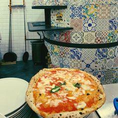 """@ladykallisti on Instagram: """"Pizza Italiana 🇮🇹 #bologna #bologna_city #italy_vacations #travelgram #foodiegram #foodporn #pizza #italianfood #thinkveryfilm…"""" Food Fantasy, Bologna, Vacations, Pizza, Italy, Instagram, Holidays, Italia, Vacation"""