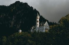 white castle in middle of mountain Another shot to appreciate the beauty of Schloss Neuschwanstein in autumn. Slowly working my […] Over The Garden Wall, Howls Moving Castle, Travel And Leisure, Germany Travel, Hd Photos, Halloween, Adventure Time, Free Images, Rome