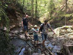 Zin om te wandelen in de Belgische Ardennen met je kinderen? Kies dan voor de uitdagende wandeling langs de Ninglinspo. Lees nu onze ervaring en tips.