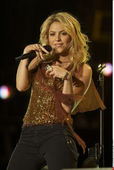 Shakira : 3 nouveaux albums au programme ! (Vidéo) Female Guitarist, Female Singers, Rachel Mcadams, Sylvester Stallone, Idris Elba, Ali Larter, Christina Hendricks, Bradley Cooper, Justin Timberlake