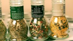 Ne dobd ki az üres fűszermalmot! Könnyen fel lehet tölteni friss fűszerekkel! - Ketkes.com Starbucks Iced Coffee, Coffee Bottle, Diy And Crafts, Instagram, Food, Hobbies, Cilantro, Tips, Essen