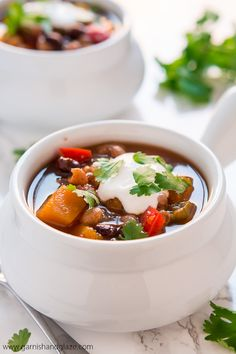 Slow Cooker Butternut Squash Chili is the perfect fall meal. This recipe is easy to prepare. Just simply add in some of your fall favorite vegetables and let your slow cooker do the work. The results will warm you from the inside out! Best Slow Cooker Chili, Slow Cooker Soup, Slow Cooker Recipes, Crockpot Recipes, Yummy Recipes, Vegan Recipes, Shawarma, Healthy Meals For Two, Healthy Snacks