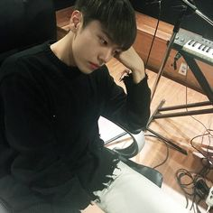 "1,319 Likes, 67 Comments - @jeonggyu.soc on Instagram: ""#세븐어클락 #sevenoclock #정규 #Jeonggyu #격렬하게_아무것도_하기싫다ㅋㅋ #생각하는_사람"""