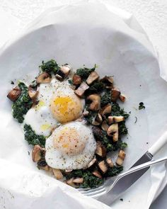 Eggs with Mushrooms and Spinach - just 4 ingredients (plus salt and pepper). Use 4 eggs to serve 4 for D-Burn (use shiitake mushrooms and serve over cooked quinoa), I-Burn, or Phase 3; use 8 eggs for H-Burn.