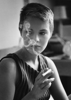 Jean Seberg during the filming of A Bout De Souffle ( Breathless ), directed by Jean-Luc Godard , 1959 by Raymond Cauchetier