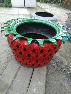 Tire Garden, Garden Yard Ideas, Diy Garden Projects, Diy Garden Decor, Garden Crafts, Tire Craft, Painted Tires, Outdoor Garden Statues, Clay Flower Pots