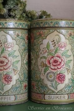 She had several tins in the kitchen some with pink floral, some blue and white...luv these