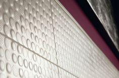 rivestimento stile anni '70 Serie allegra e coloratissima. Formato principale 25x60 Dispone di una vasta gamma di decori da abbinare.