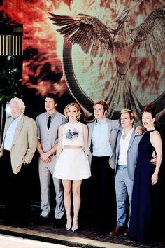 Donald Sutherland, Liam Hemsworth, Jennifer Lawrence, Sam Claflin, Josh Hutcherson, Julianne Moore