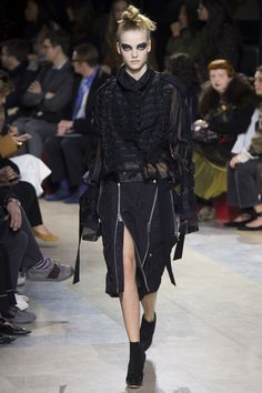 Sacai Fall 2016 Ready-to-Wear Fashion Show - Roos Abels (Ford)