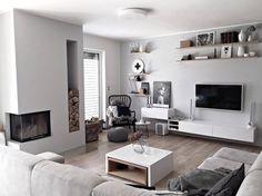 Biela, sivá a čierna nie sú v škandinávskom štýle dogma. Living Room Tv, Living Room Remodel, Moroccan Decor, Living Room Inspiration, Home Furniture, Modern Design, Interior Decorating, Sweet Home, House Design