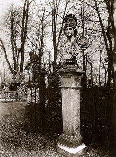 liquidnight:Eugène Atget -Versailles, Bosquet de l'Arc de Triomphe, 1904  From Paris Eugène Atget