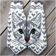 Cat mittens This pattern is available in Swedish and English. Crochet Mittens, Mittens Pattern, Knitted Gloves, Knit Crochet, Crochet Hats, Fair Isle Knitting, Knitting Socks, Hand Knitting, Knitting Patterns