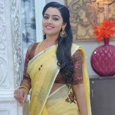 South Actress, South Indian Actress, Beautiful Indian Actress, Actress Bikini Images, Actress Photos, Saree Photoshoot, Bridal Photoshoot, Pink Half Sarees, Onam Saree