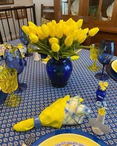 A Bit of French Provincial on the Table — Whispers of the Heart Dinner Room, Dinner Table, Lemon Kitchen Decor, Blue Glass Vase, Yellow Table, Decoration Table, Summer Table Decorations, Deco Table, Blue Yellow