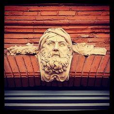 Détail décoration façade du 32 rue des Frères Lion  #Mascaron #tête #homme #barbe et #turban