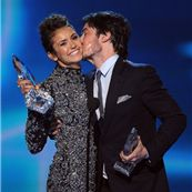 I love this picture of Ian Somerhalder and Nina Dobrev at the 2014 People& Choice Awards. :) I love this picture of Ian Somerhalder and Nina Dobrev at the 2014 People's Choice Awards. Nina Dobrev Vampire Diaries, Vampire Diaries Besetzung, The Vampires Diaries, Damon Salvatore Vampire Diaries, Vampire Diaries Wallpaper, Stefan Salvatore, Vampire Diaries The Originals, Ian Somerhalder Vampire Diaries, Ian Somerhalder Young