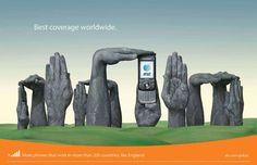 Campaña publicitaria con manos pintadas de AT 9