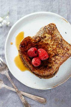 The BEST! Healthy Ezekiel Bread French Toast - love it! Make it in 30 minutes or less and perfect for weekend brunch!