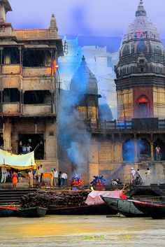 Ganges, India - Sacred burning of bodies