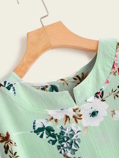 To find out about the Floral Print High Low Blouse at SHEIN, part of our latest Blouses ready to shop online today! Chudidhar Neck Designs, Neck Designs For Suits, Sleeves Designs For Dresses, Neckline Designs, Blouse Neck Designs, Dress Designs, Salwar Designs, Kurta Designs Women, Kurti Designs Party Wear