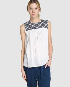 584d66f40 Blusa de mujer Fórmula Joven con bordado y cierre de botones Tiendas De  Moda Online