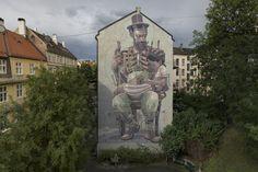 Oslo, Noruega  Aryz es uno de esos artistas contemporáneos que viajan de proyecto en proyecto por medio mundo. Su obra es reconocida por un uso especial del color. Empezó pintando por pura diversión en zonas poco transitadas, bajo puentes y vías de tren. En 2010 le invitaron a pintar una gran fachada en Italia, desde entonces su trabajo empezó a verse más.