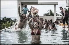 Boda en la piscina - Las Terrenas, República Dominicana. www.fb.com/LopezSpratt - www.BodasLasTerrenas.com