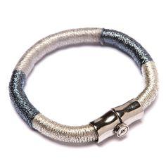 Pulseira de corda revestida com fios prata e fecho ímã