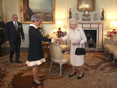 Queen Elizabeth II Photos Photos - Weekly Bucket - Nov 9 - Nov 15 - Zimbio