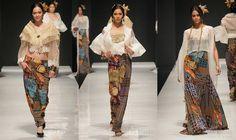 "Philippinewide: Jun-Jun Cambe's ""La Filipina"" at Philippine Fashion Week Philippines Outfit, Philippines Fashion, Philippines Culture, Modern Filipiniana Gown, Filipino Fashion, Filipina Girls, Modern Fashion, Fashion Design, Cute Wedding Dress"