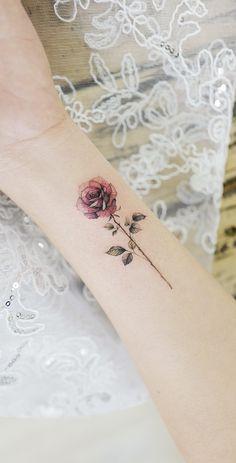 33 rose tattoos and their origin, symbolism and meaning # meaning # origin . - 33 rose tattoos and their origin, symbolism and meaning - Single Rose Tattoos, Rose Tattoos On Wrist, Small Flower Tattoos, Pink Rose Tattoos, Tattoo Flowers, Butterfly Tattoos, Model Tattoos, Body Art Tattoos, Tatoos