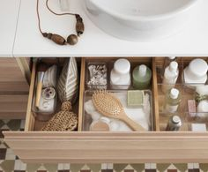 39 Ideas For Bathroom Drawer Organization Ideas Bathroom Drawer Organization, Bathroom Drawers, Bathroom Organisation, Makeup Organization, Bathroom Furniture, Small Bathroom, Rental Bathroom, Bathroom Inspiration, Home Decor Inspiration
