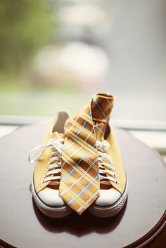 Yellow shoes + tie