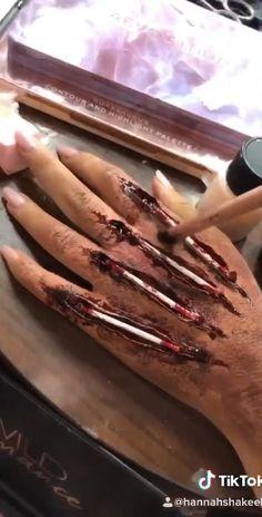 Creepy Halloween Makeup, Creepy Makeup, Amazing Halloween Makeup, Horror Makeup, Halloween Eyes, Halloween Makeup Looks, Halloween Crafts, Halloween Costumes, Halloween Halloween